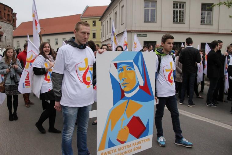 Wolontariusze ŚDM szli w procesji z Wawelu na Skałkę